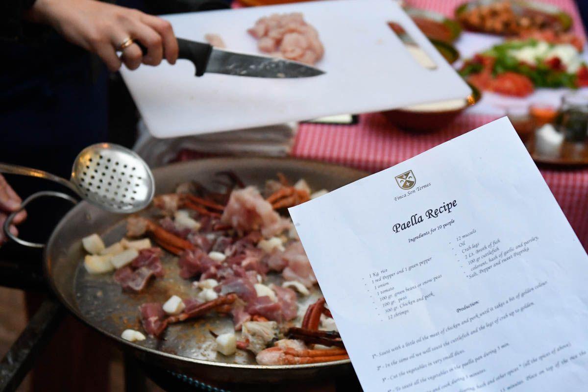 Paella cooking class teambuilding Majorca