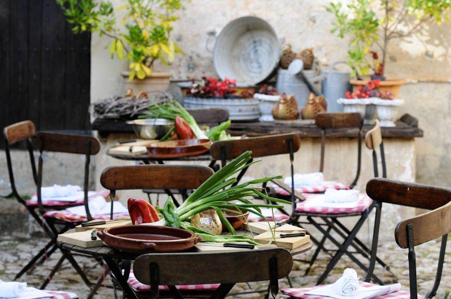 paella cooking class majorca