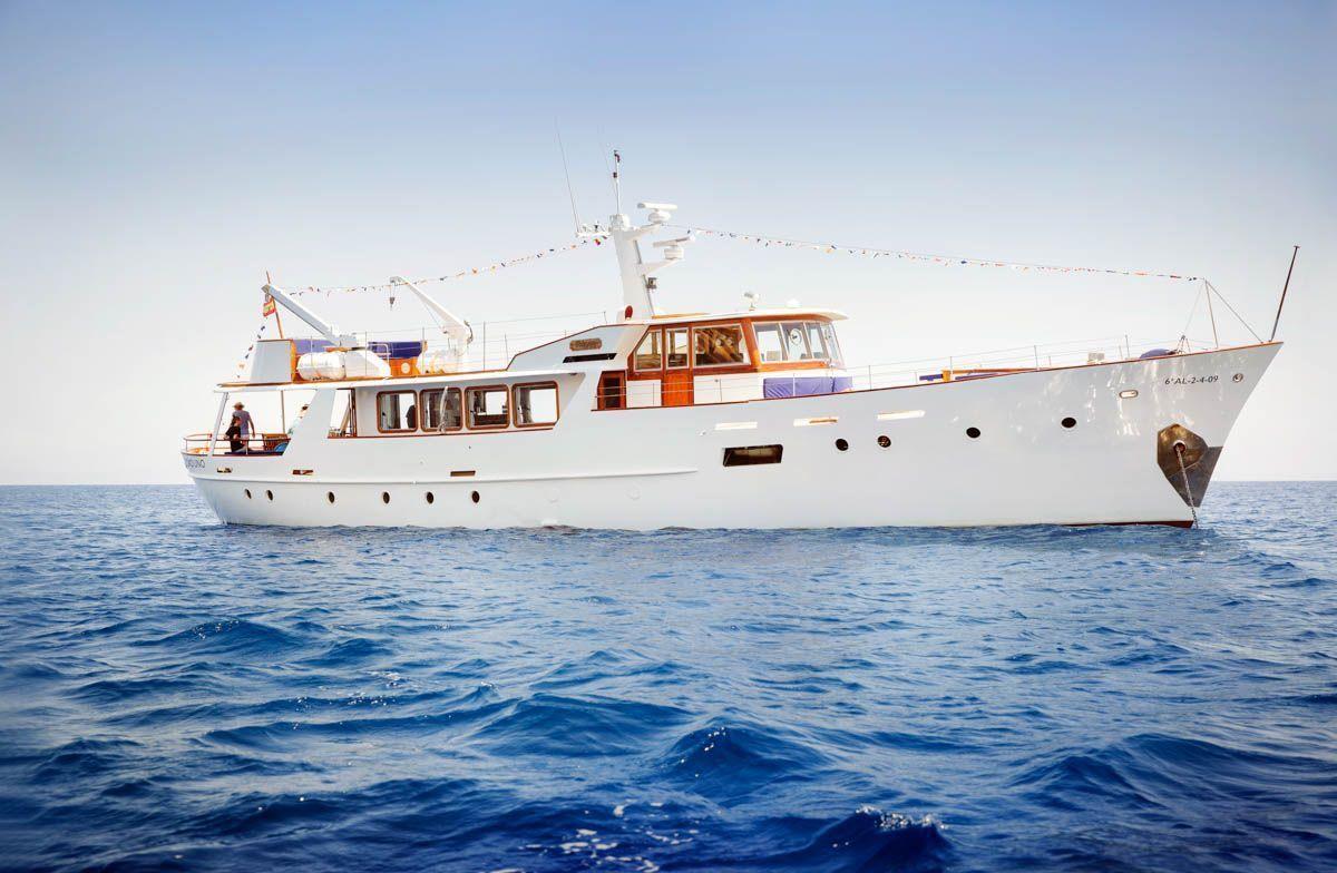 luxury-classic-yacht-Mallorca-1